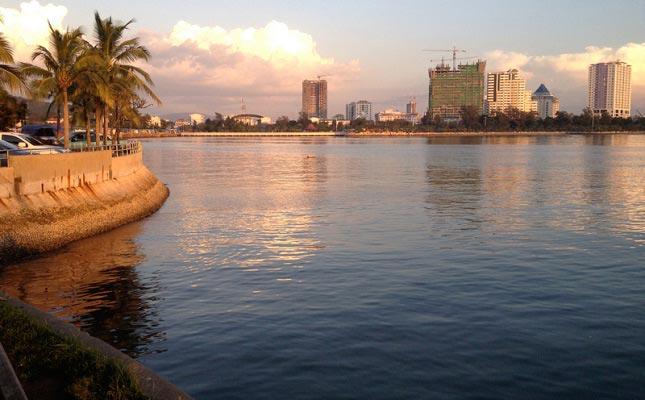 срирача город на берегу залива