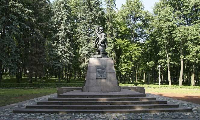памятник марату казею