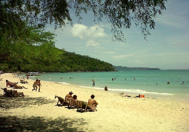 паттайя пляж танцующей девушки как добраться