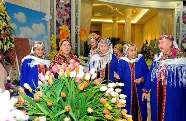 туркменистан тюльпаны