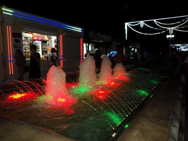 бульвар фонтаны вечером