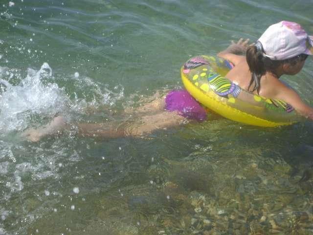 учимся плавать с кругом