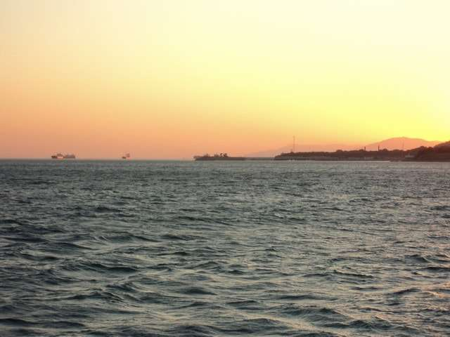 золотой закат на море