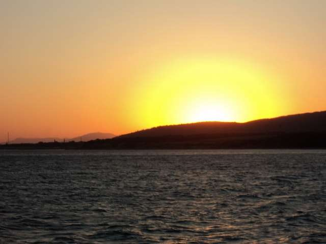 солнце садится за горизонт