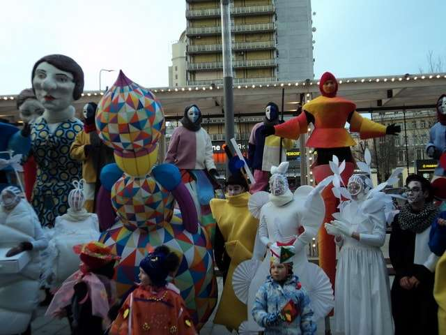 карнавал в стиле авнгарда