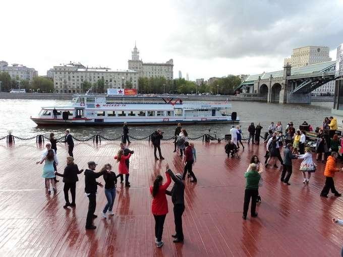 танцы в парке горького на набережной