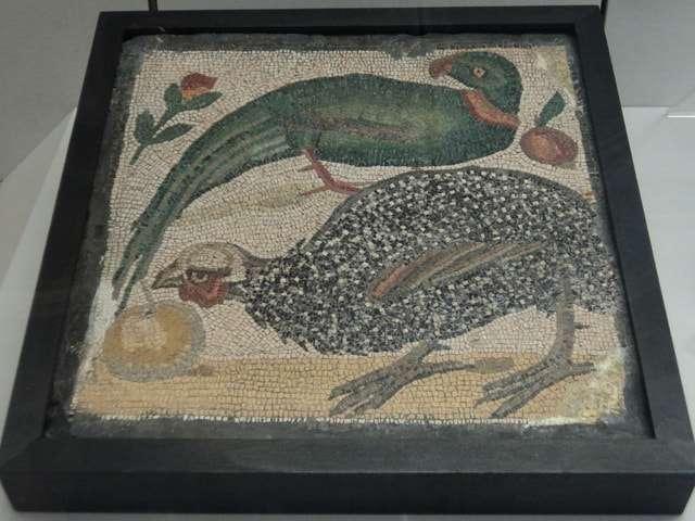 мозаика из цветных камней