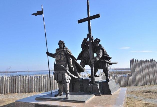памятник основателям города фото