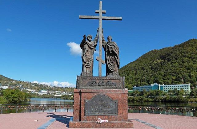 монумент святым петру и павлу