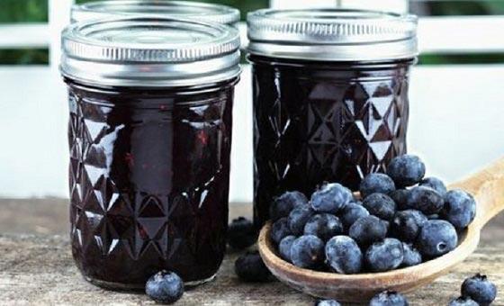 свежие ягоды с сахаром