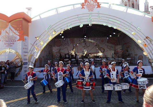 выступление юных барабанщиков