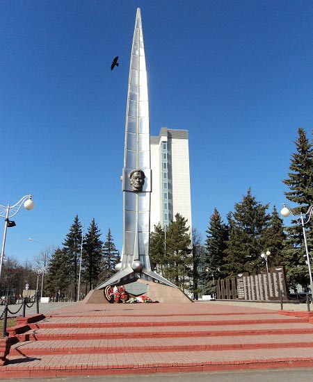 фото памятник летчикам